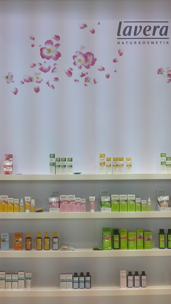 Cosm tiques de demain au salon beyond beauty pure beaut for Salon beyond beauty