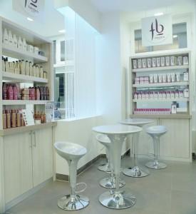 Salon Farida b 2 275x300 Farida b, spécialiste des cheveux frisés et bouclés