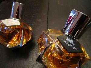 Les cuirs de thierry mugler attraction fascination for Thierry mugler dis moi miroir